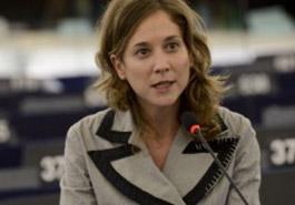 """Serikat Kiri menyalahkan Uni Eropa karena mengutuk para pengungsi untuk """"hidup di lubang hitam"""" seperti Turki"""
